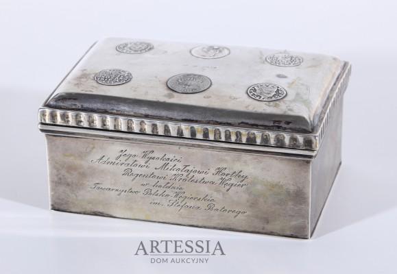 Srebrna kasetka z dedykacją dla Admirała Horthy'ego